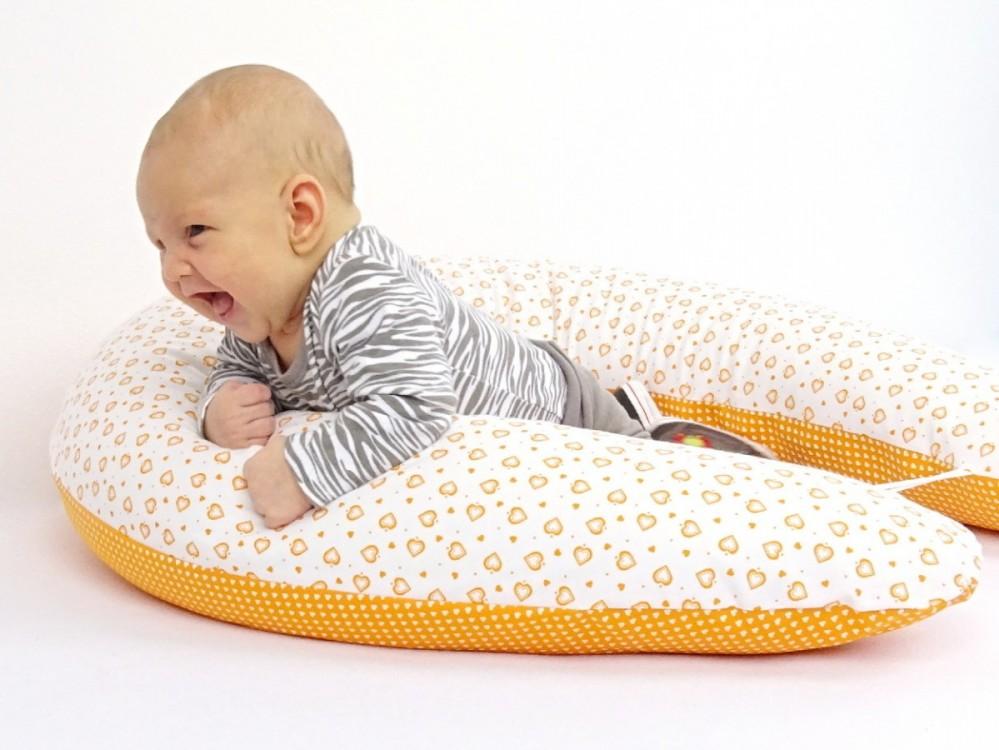 těhotenský a kojící polštář Matýsek, srdíčka oranžová
