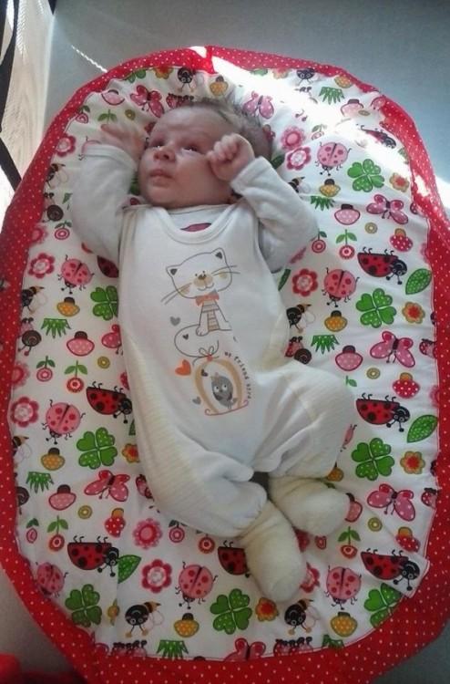 Xenie - Pelíšek pro miminko, beruška červená.