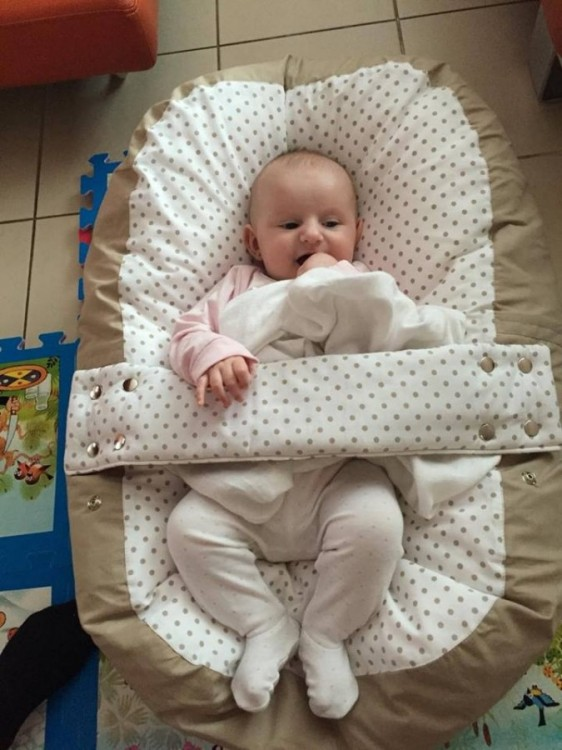 Adrianka - pelíšek pro miminko, puntík béžový