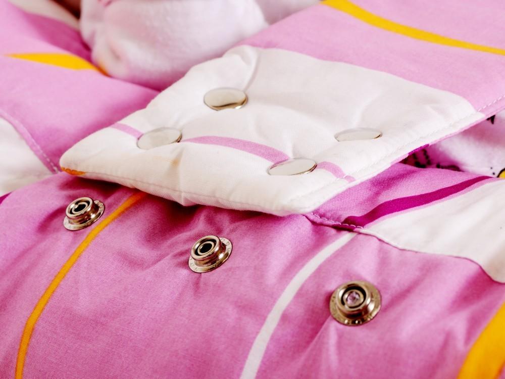 Bezpečnostní pásek pelíšku pro miminko, zapínání na druky.